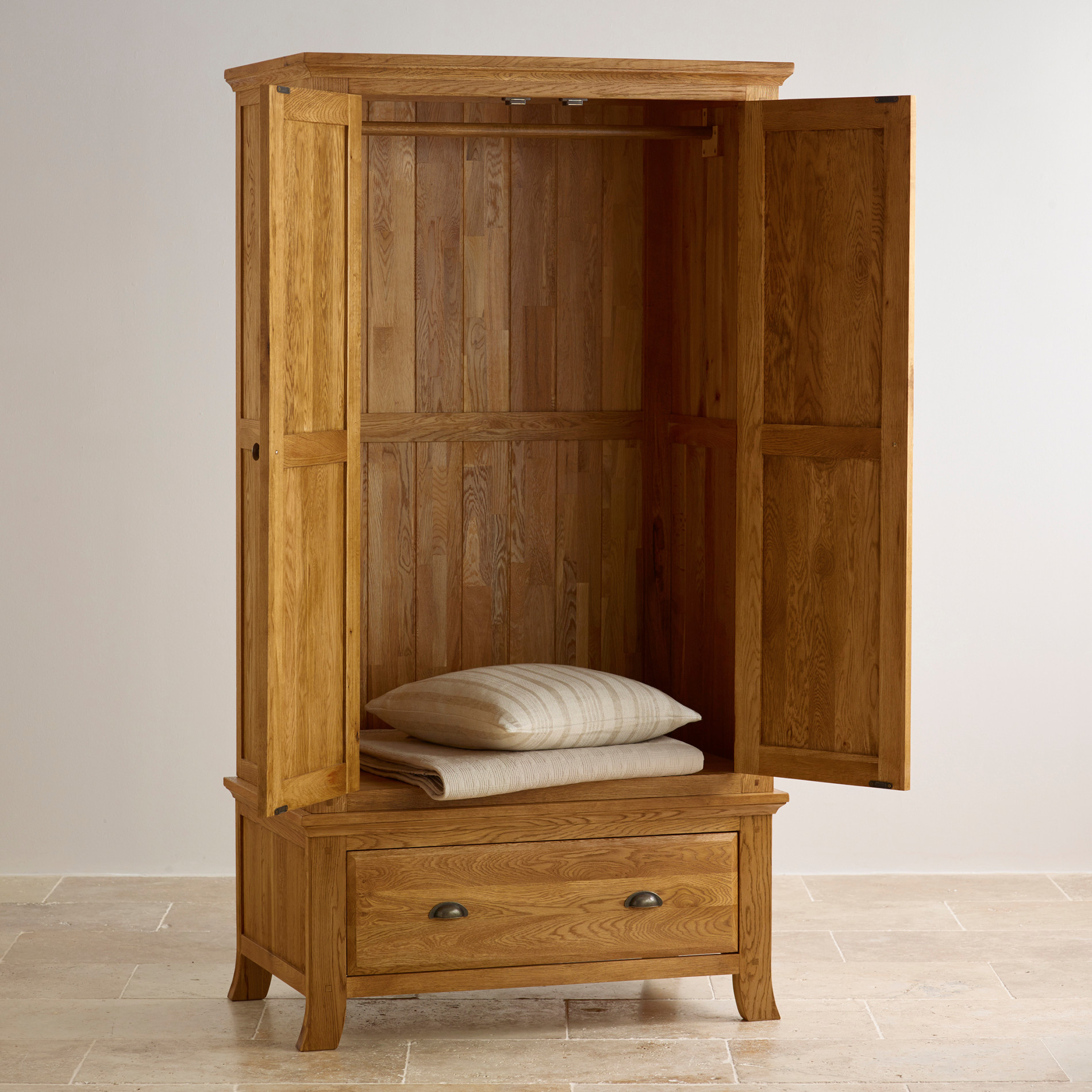 beautiful solid oak double wardrobe. Black Bedroom Furniture Sets. Home Design Ideas