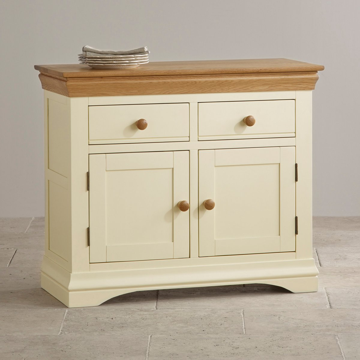 Country cottage small sideboard in cream painted oak for Painted buffet sideboard