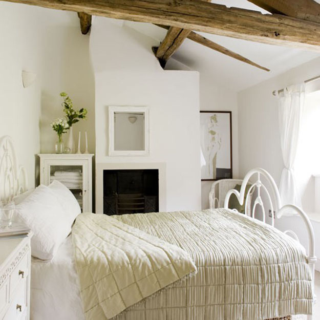 The country cottage style for home inspiration by kimberly for Country cottage bedroom
