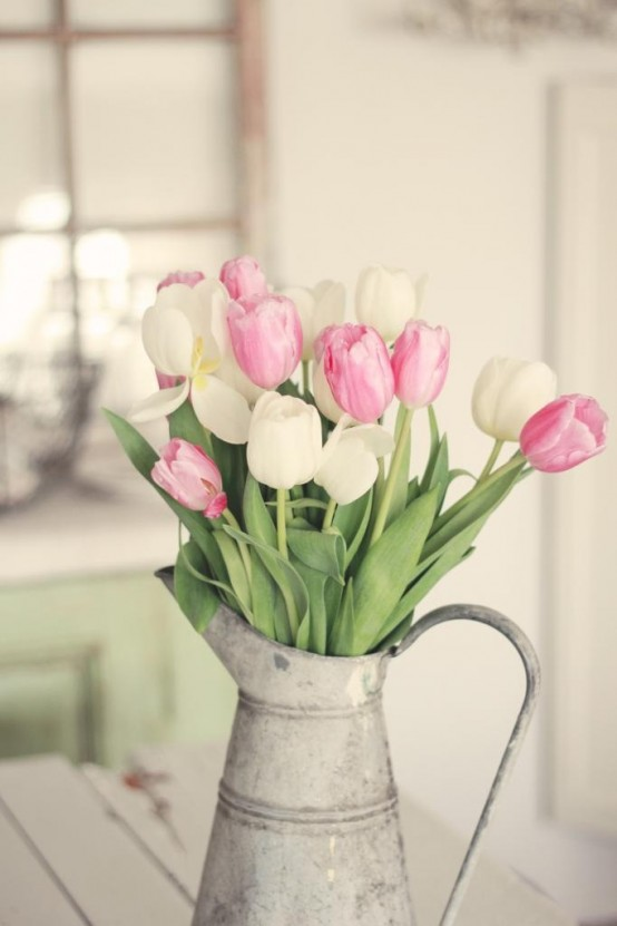how-to-incorporate-tulips-into-your-spring-decor-ideas-39-554x831