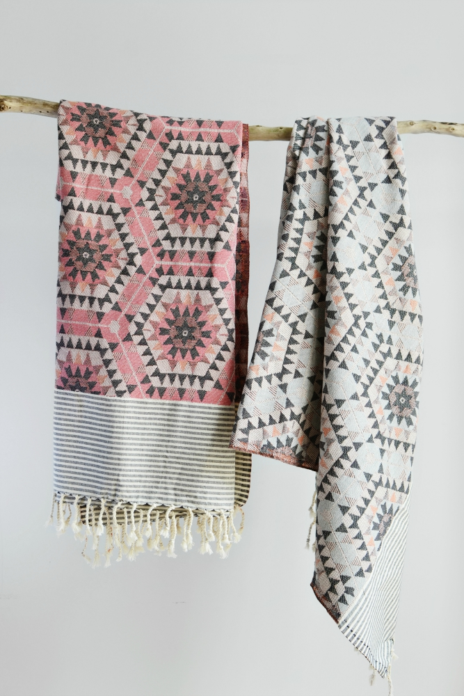 Geometric honeycomb throws