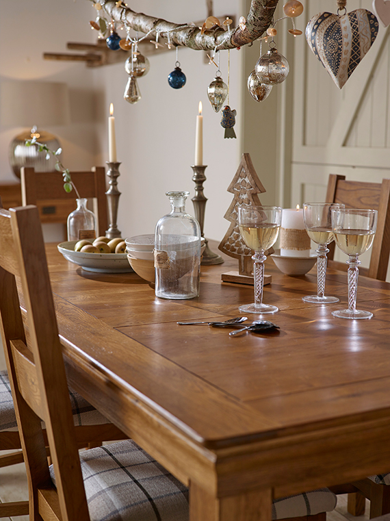 Contemporary Rustic Christmas Decor Dining Table