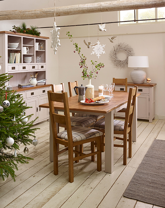 Simplistic Christmas Decor Dining Room