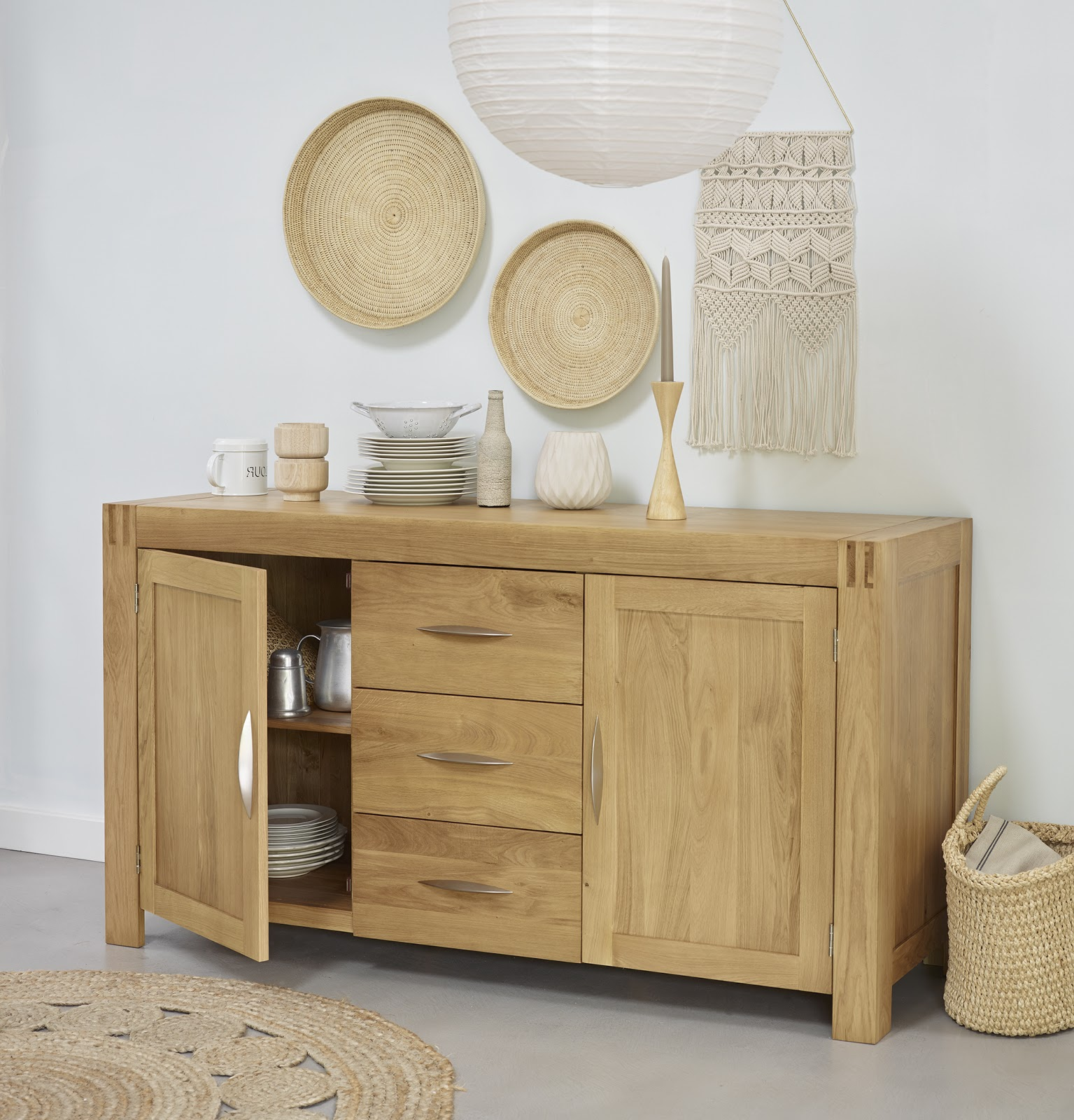 Alto Sideboard with Wall Hangings
