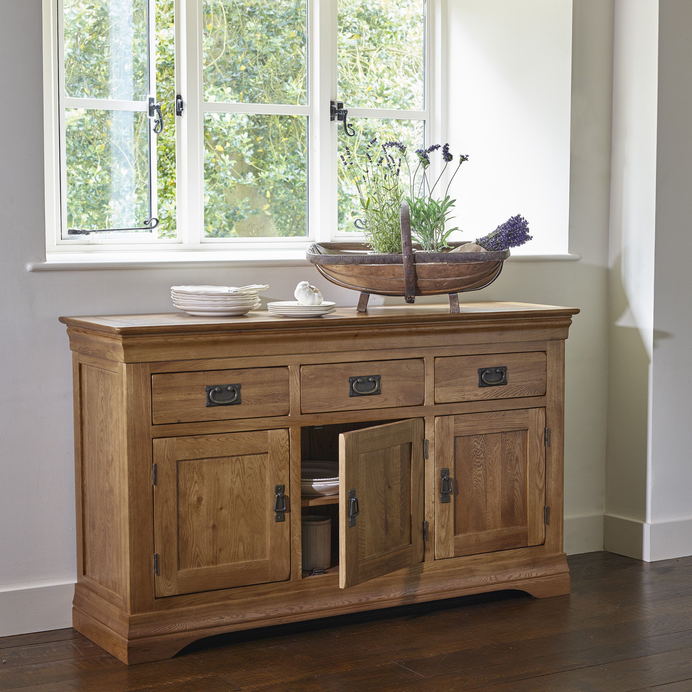 SHA015SQDO116 How To Style Your Sideboard
