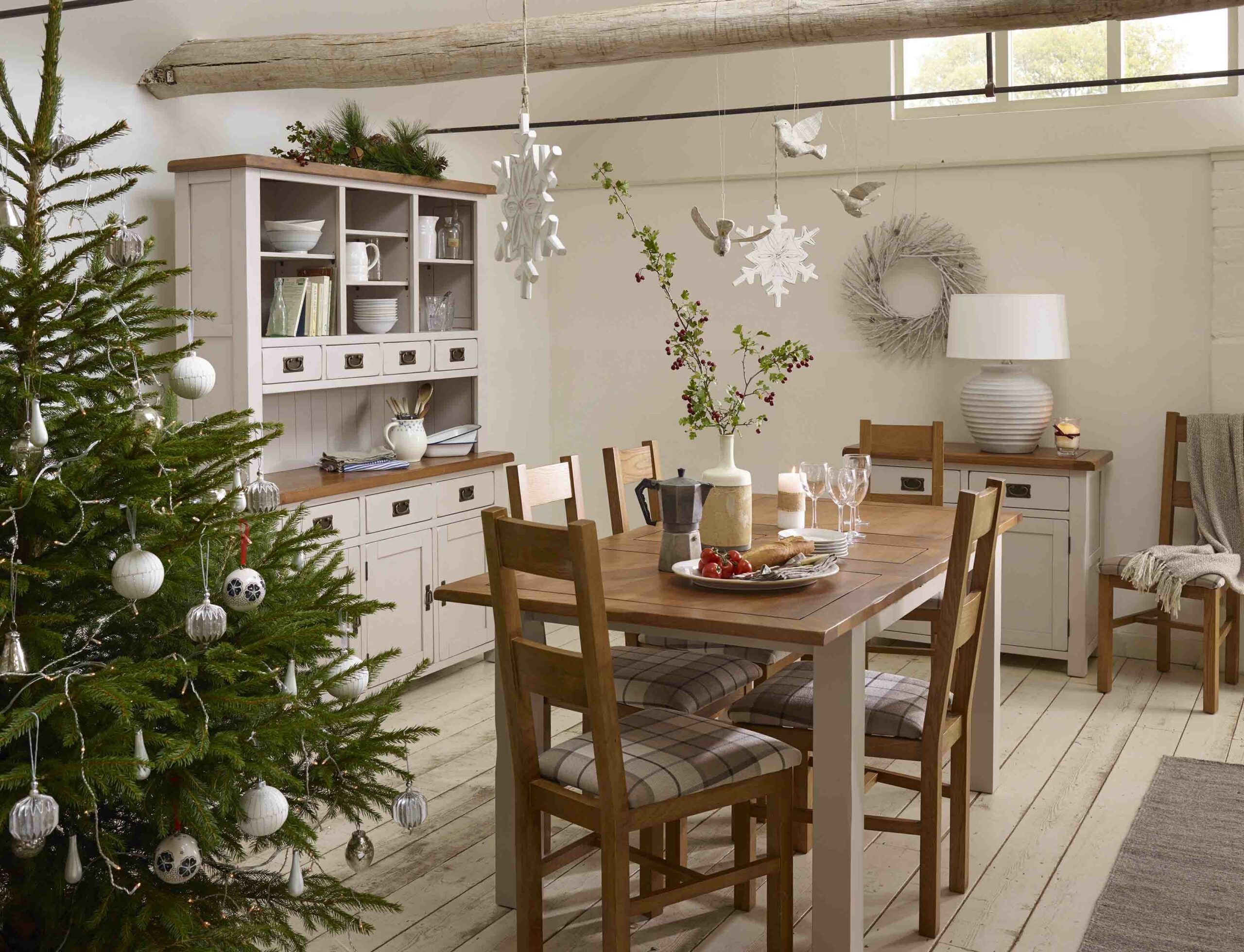 How To: Style Your Dining Room For Christmas