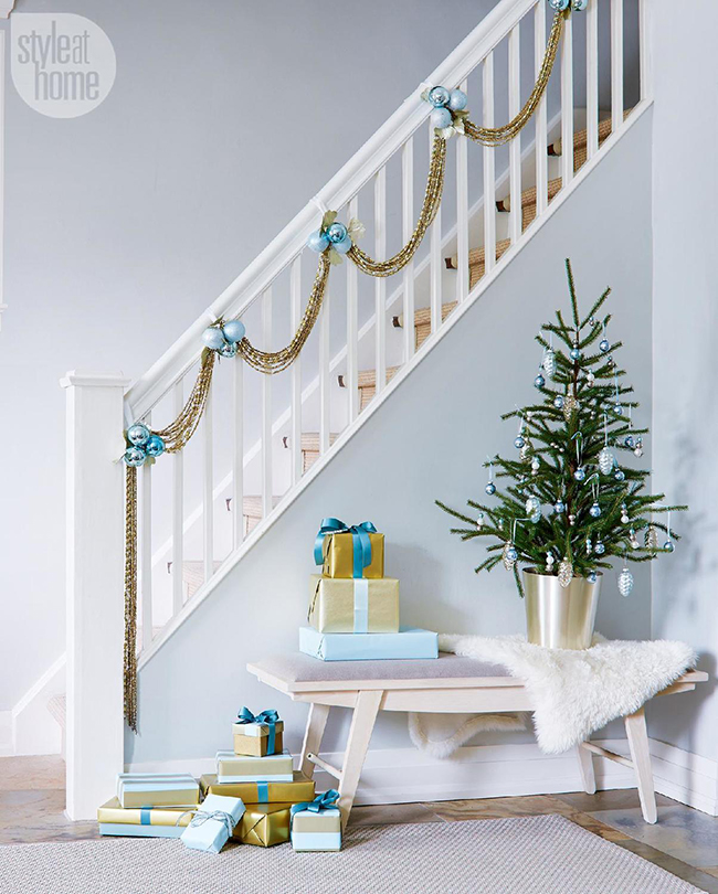 simple staircase garland with baubles