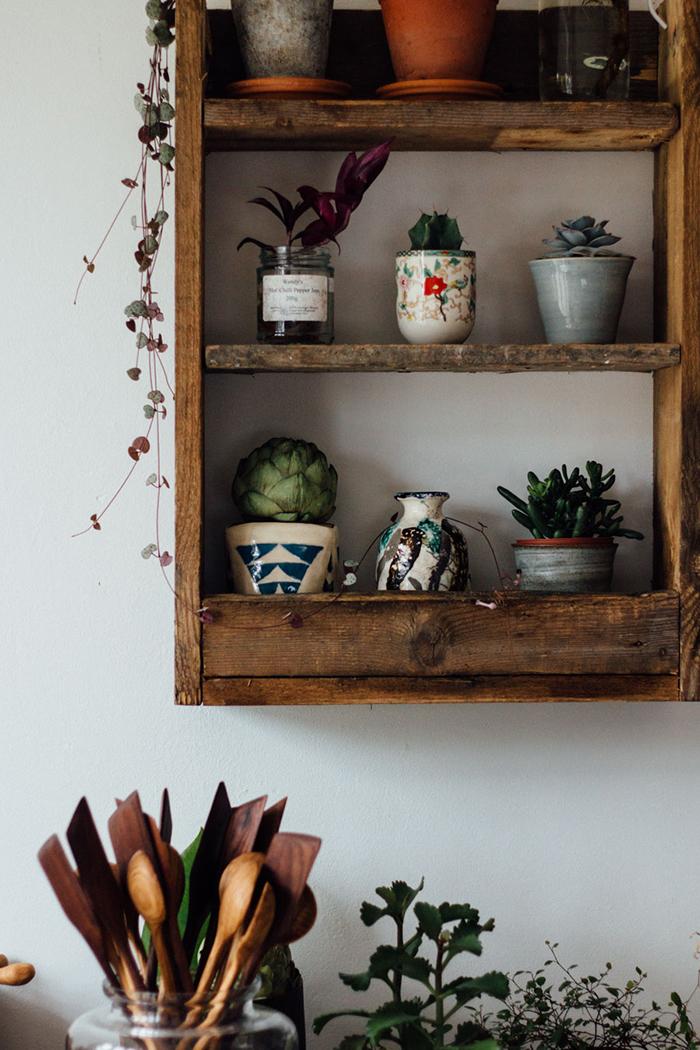 Handmade-pallet-shelf-1