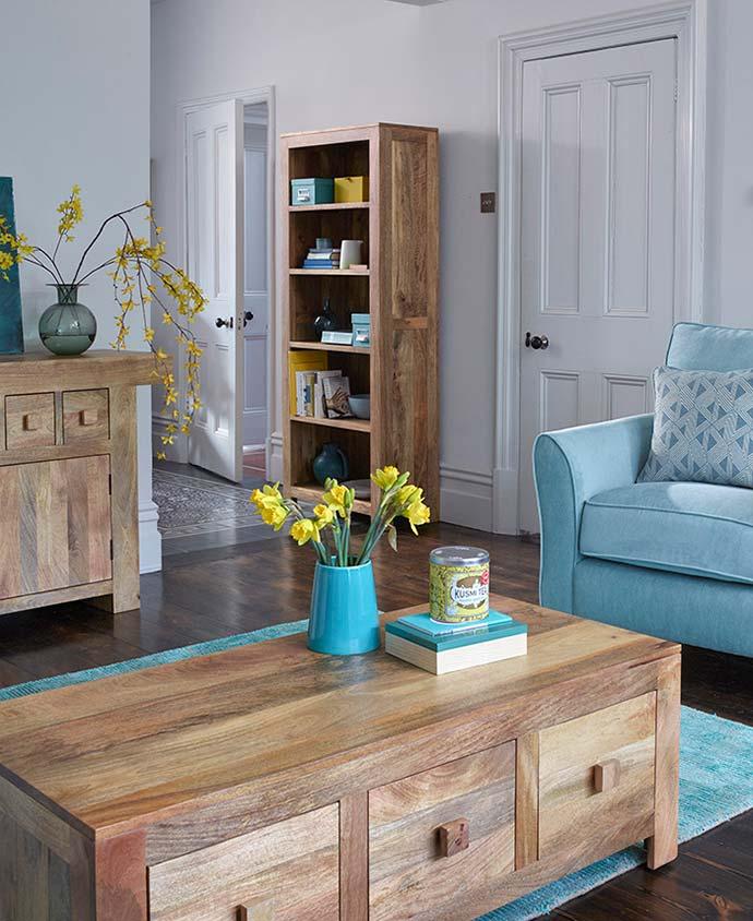 mantis light living room