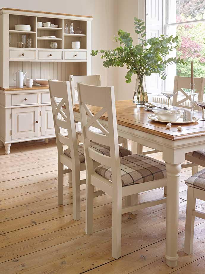 shay range dining table set