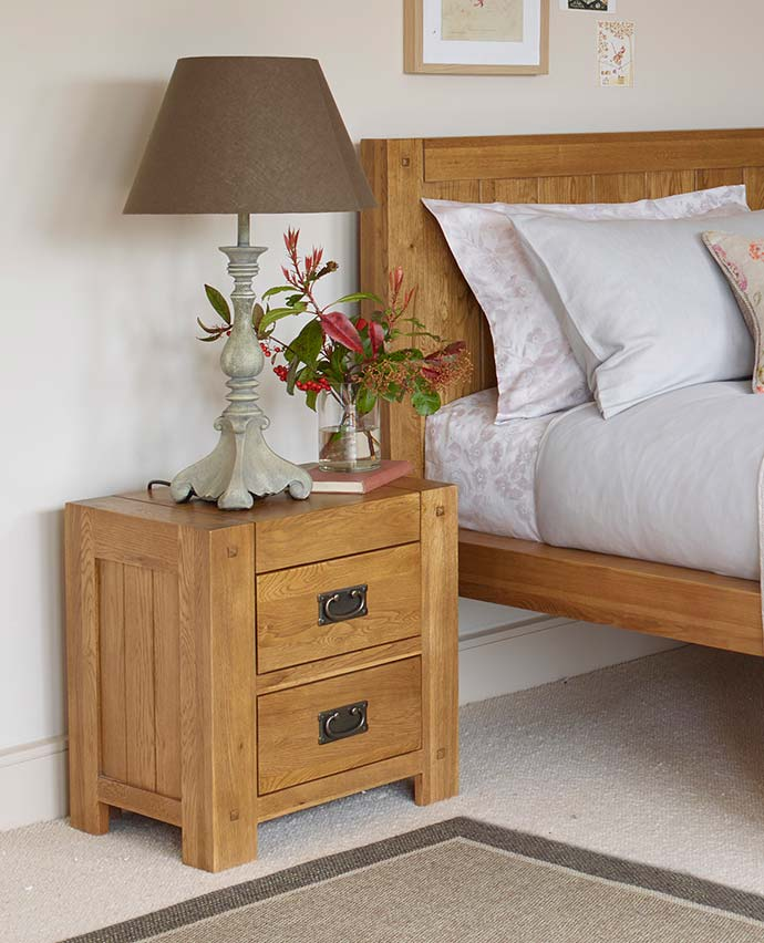 quercus bedside table