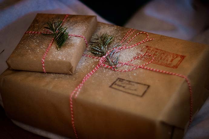simplistic christmas wrapping