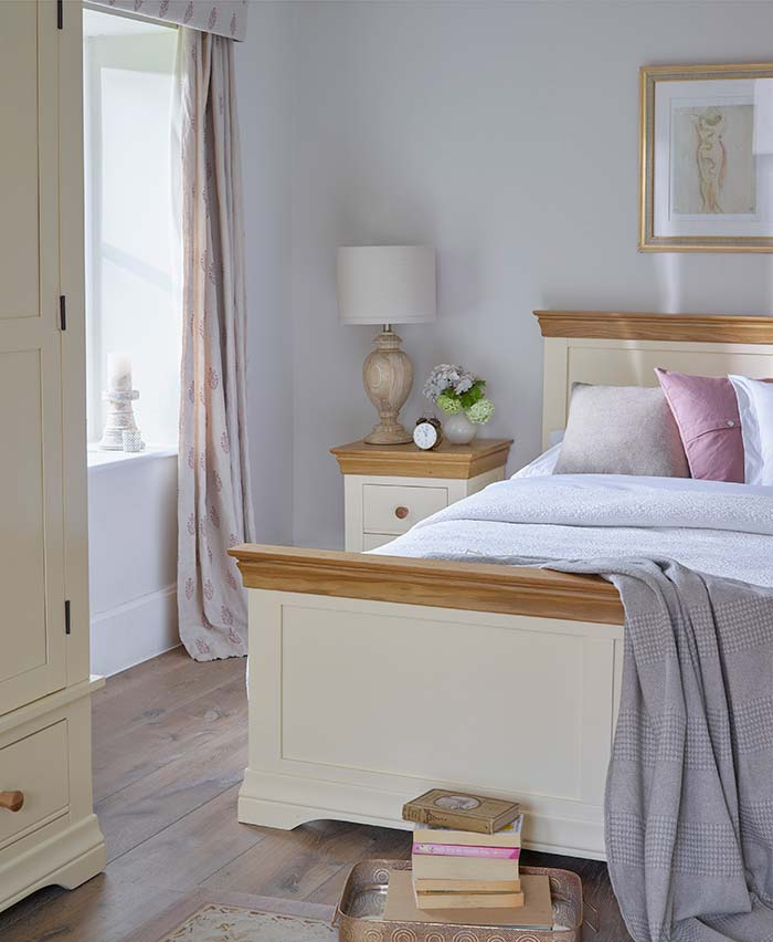 country cottage bedroom style