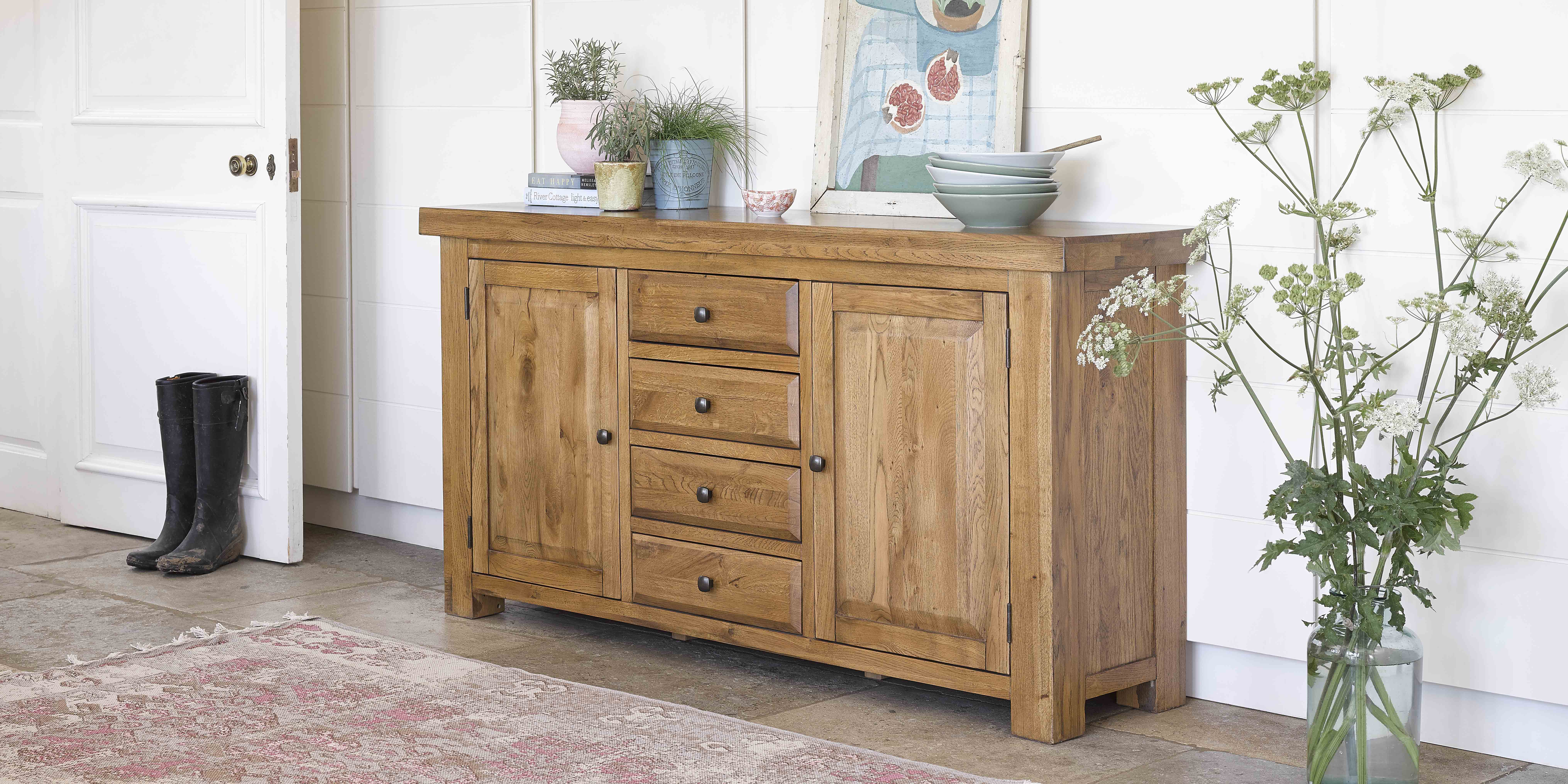 Country cottage kitchen with sideboard