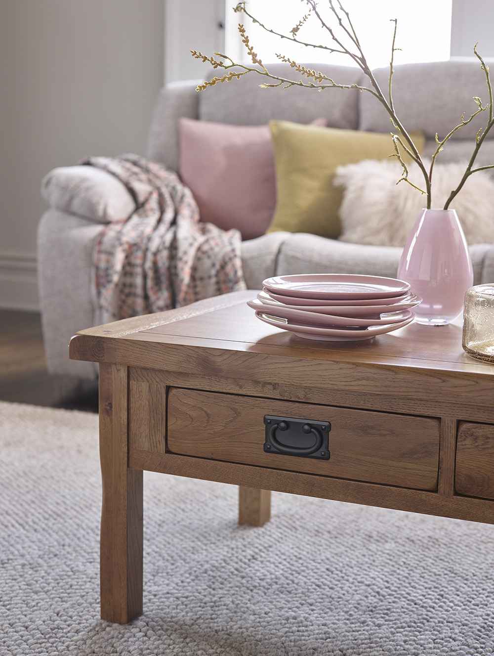 Rustic coffee table, pink accessories