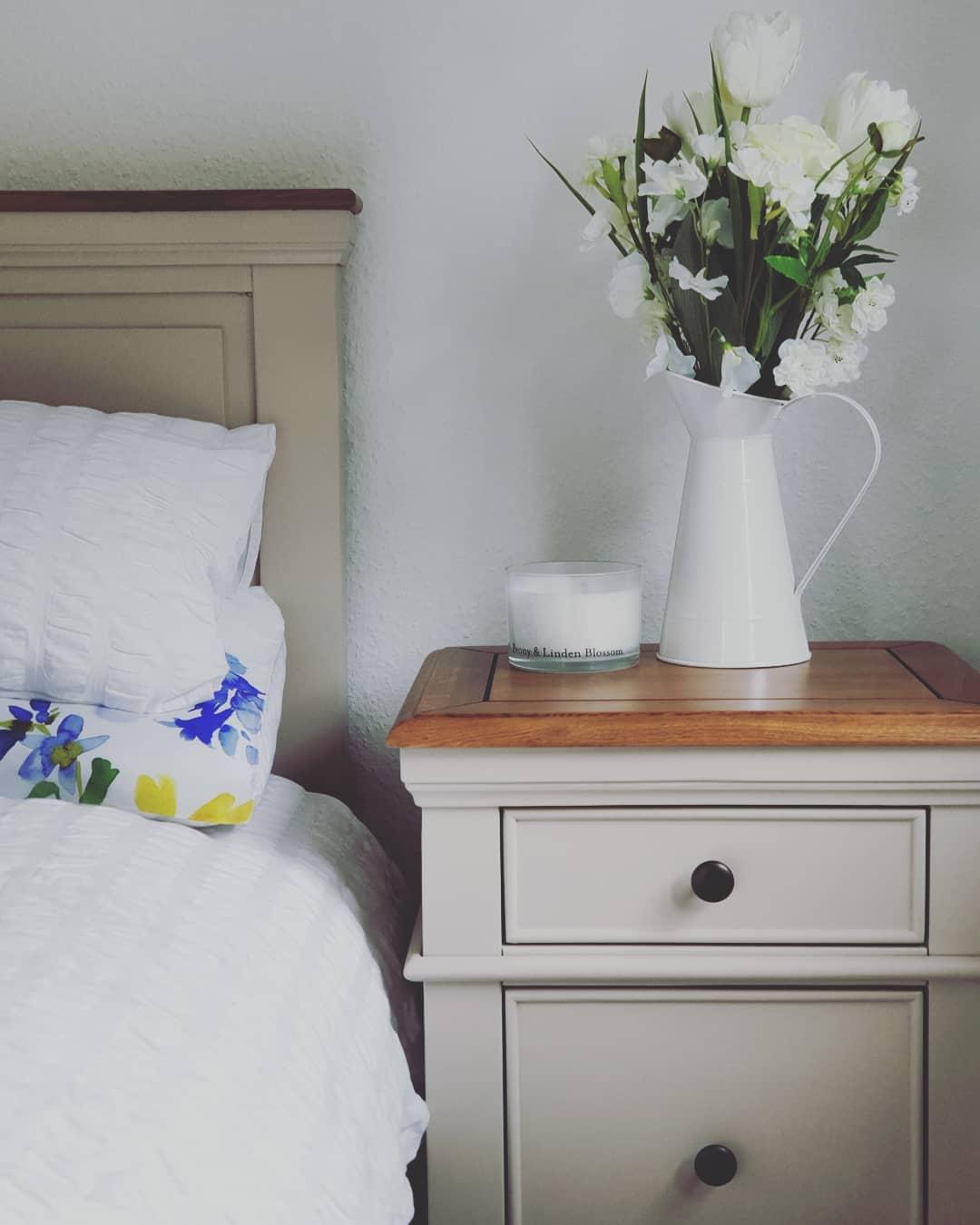 White furniture, white roses in a vase