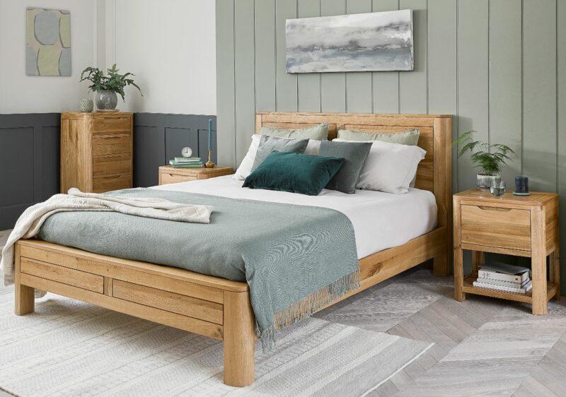 Romsey natural oak bedroom