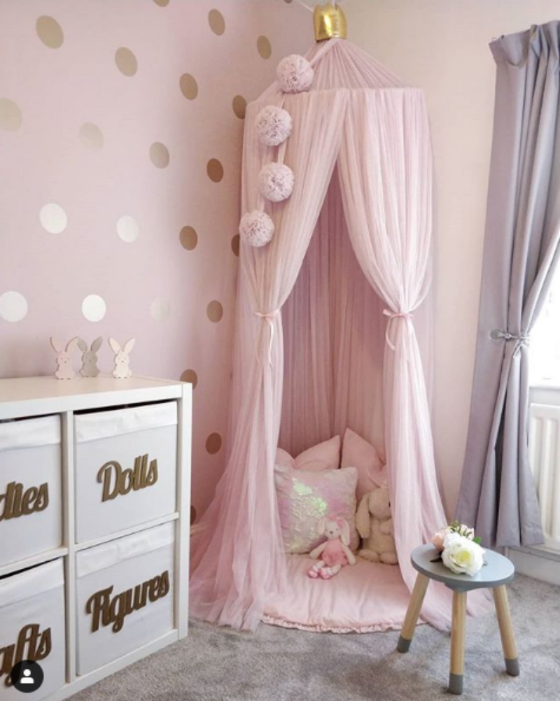 Sarah's daughter Dakota's pretty pink bedroom