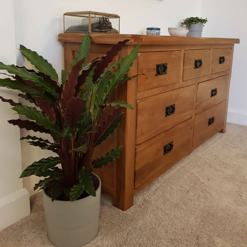 Oak bedroom chest of drawers