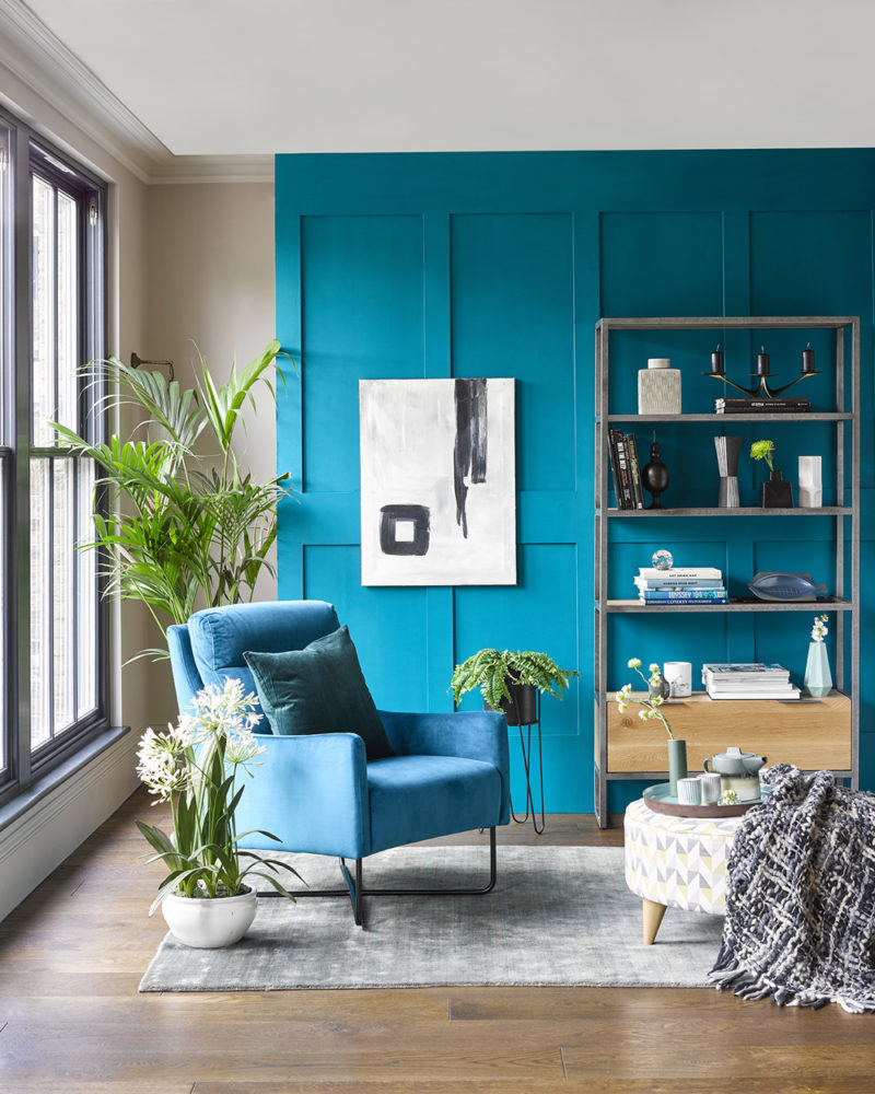 blue accent chair in blue themed living room