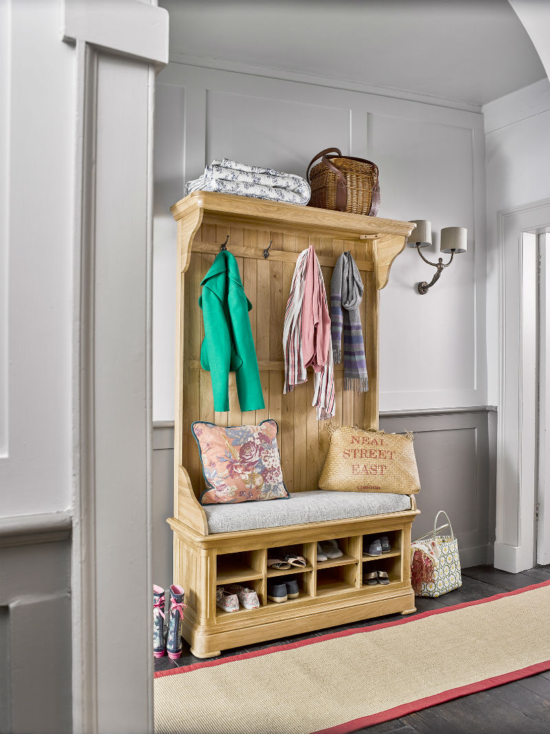 Solid natural oak hallway unit with coat hanging and shoe storage