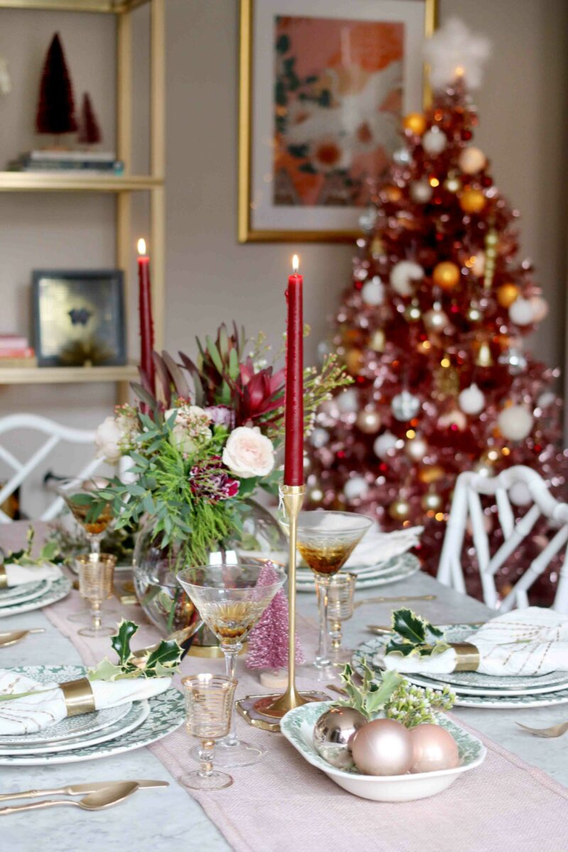 Christmas Dining Table in Pink and Green