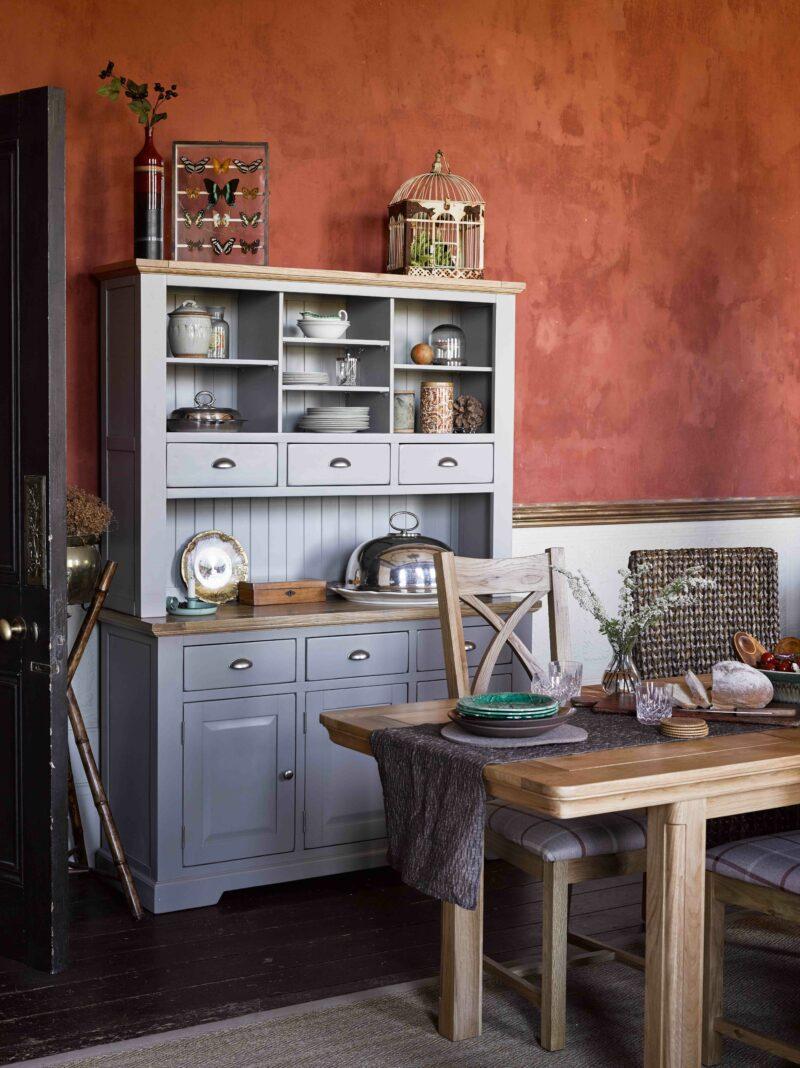 Earthy decor dining room